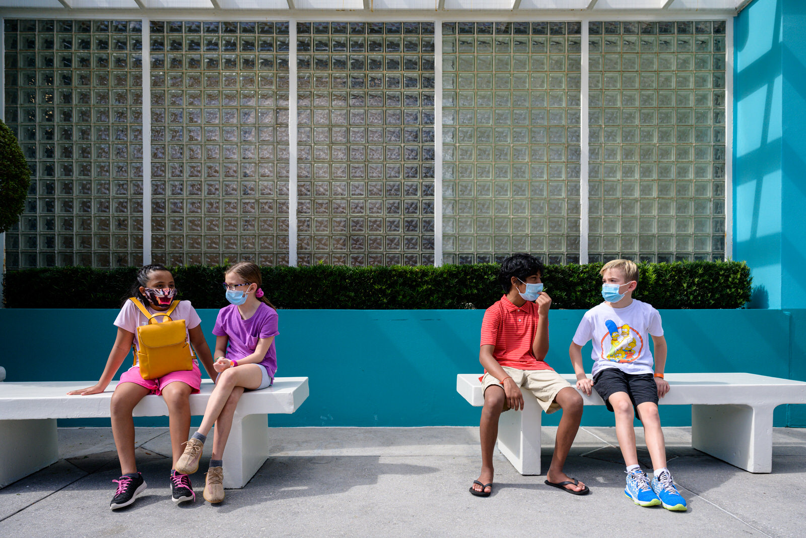 friends chat while resting in Universal Studios